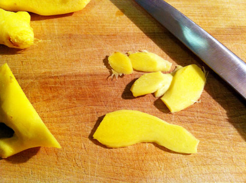 Cutting the ginger